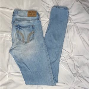 Hollister Super Skinny Light Wash Jean Sz 5 or 27